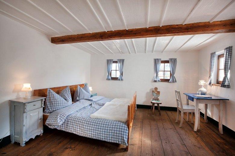 Selbst die Schlafzimmer atmen hier Geschichte. (Foto: Mesnerhof/Harald Eisenberger)