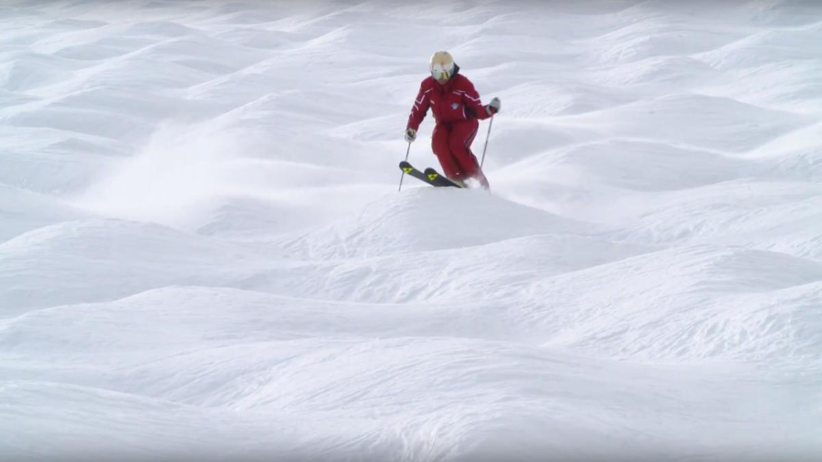 Skifahren lernen: Buckelpistenfahren   Skikurs online, © Tirol Werbung