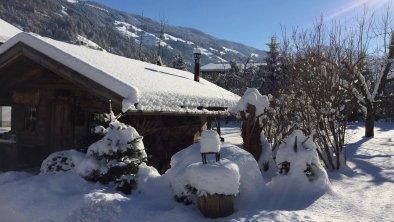 unser Gartenhaus versinkt im Schnee