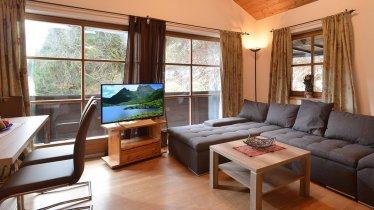 Appartement-Holzleitner-Jochberg-Wohnzimmer-Couch