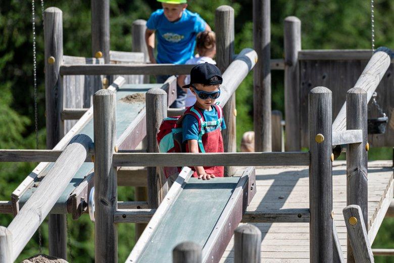 Ab zum großen Spielplatz. , © Muttereralm Bergbahnen