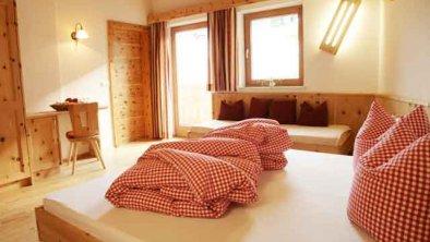 Zirbenholzschlafzimmer, © * Schlafzimmer aus Zirbenvollholz für gesunden Schlaf und Wohlbefinden