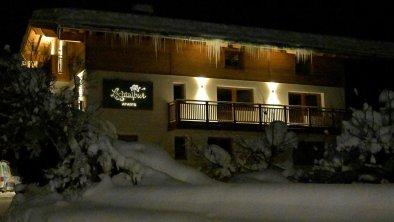 Landhaus bei Nacht - Winter
