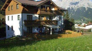 DSCF2445 Haus mit Zugspitze