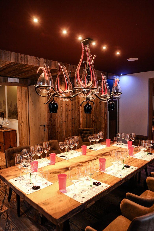 Der Riedel Room im Hotel Greil ist eine der interessantesten Kombination zwischen Wein und Tirol.