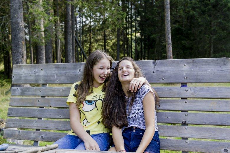 Gemeinsam lachen: Ein Grund zum Glück in Tirol. Foto: Tirol Werbung / Herbig Hans