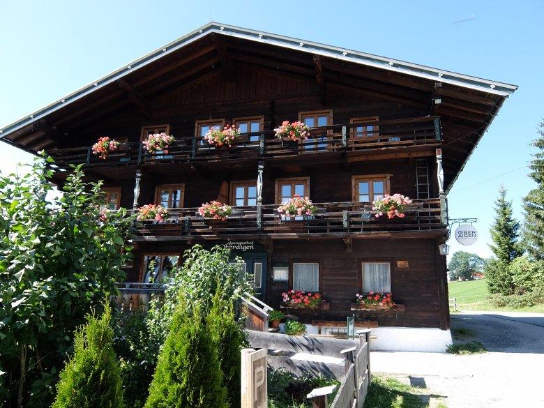 Der Gasthof Oberaigen in Kitbühel über der Stadt ist ein Traum.