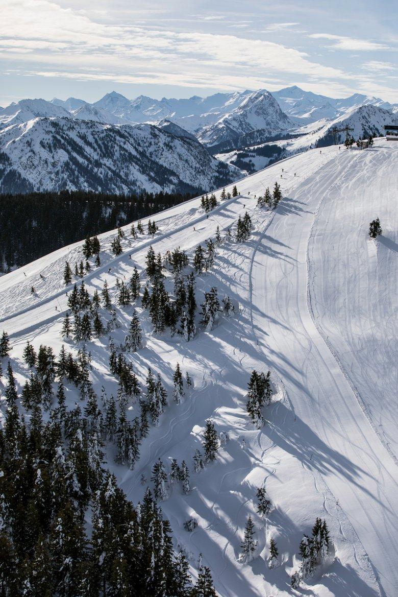 Ein Skigebiet aus der Luft.