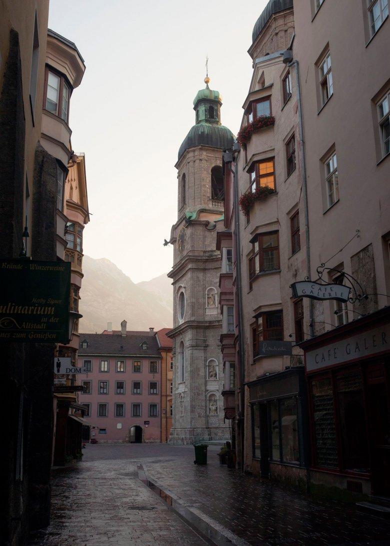 Der Domplatz in der Innsbrucker Altstadt. , © Tirol Werbung, Verena Kathrein