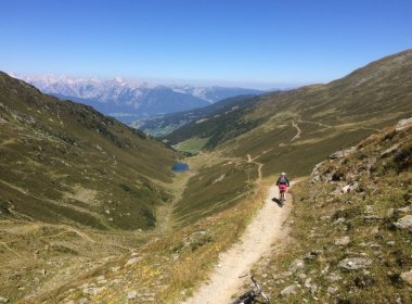 Coole Trail-Abfahrt vom Geiseljoch – Blick Richtung Inntal und Karwendel