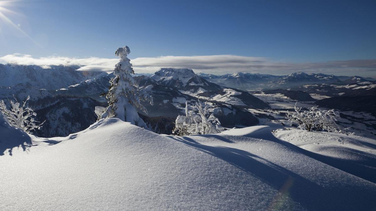 Kössen liegt auf nur 600 Metern Seehöhe, gilt aber als selbst für den Alpenraum geradezu legendär schneesicher und schneereich., © Kaiserwinkl