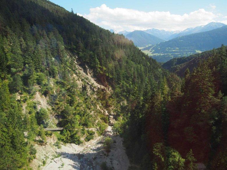 Spektakuläre Ausblicke aus der Mittenwaldbahn fotografiert von unserer Pendlerin Martina Nairz. (Foto: Tirol Werbung/Martina Nairz)