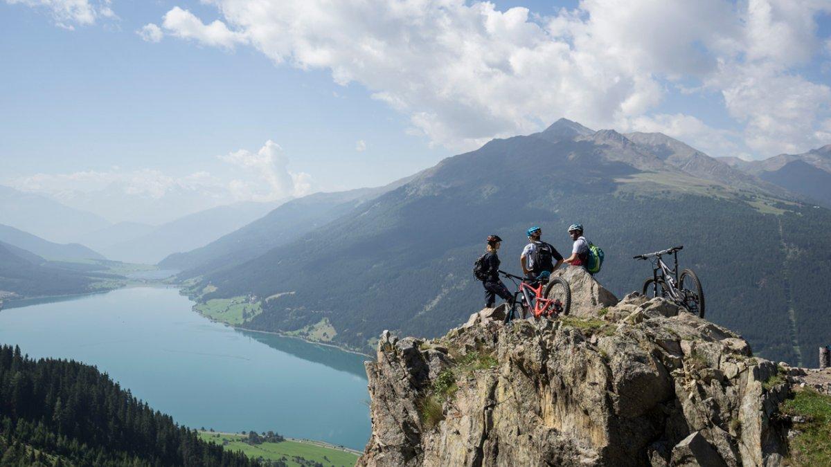 Plamort Trail mit Blick auf den Reschensee, © Tirol Werbung/Peter Neusser