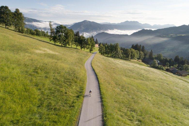 Sportlich geht es im Alpbachtal zu: Bei einer Rundtour zwischen Kitzbüheler Alpen und Rofangebirge überwindet ihr 117 Kilometer und 2.500 Höhenmeter bei bester Aussicht.