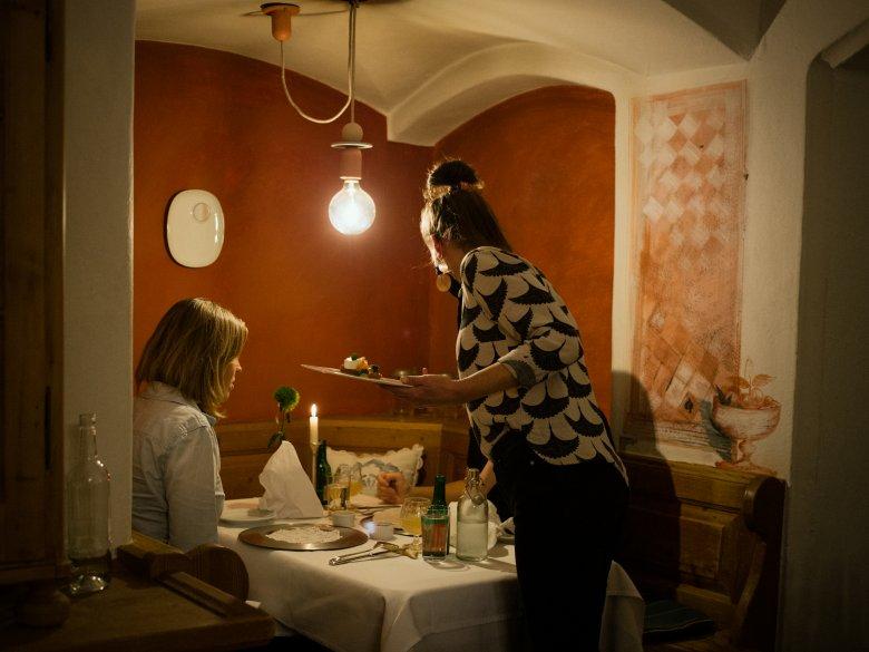 Im Unterwirt wird hauptsächlich regionales und biologisch Angebautes serviert. , © Tirol Werbung / Nicolas Hafele
