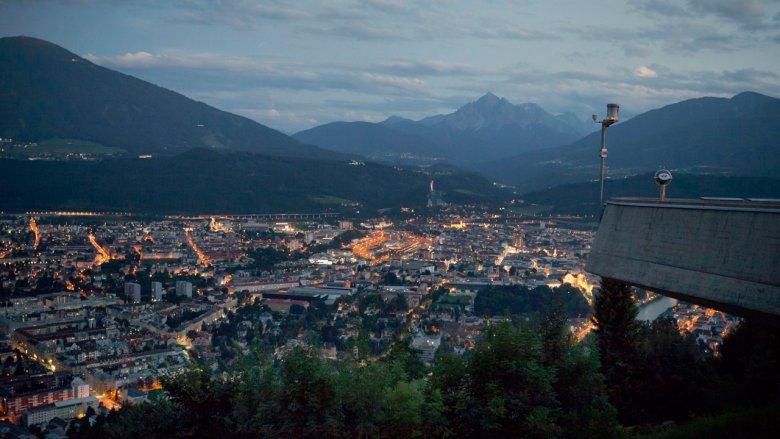 Blick auf das nächtliche Innsbruck von der Hungerburg. , © Verena Kathrein