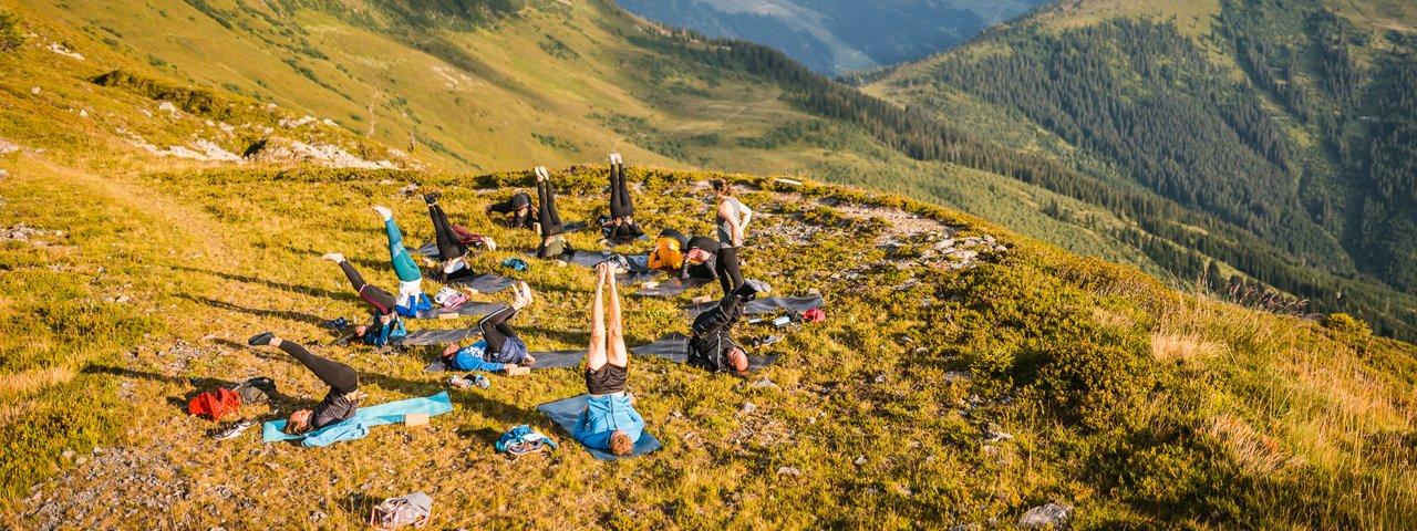 """Gemeinsam hochgesteckte Ziele zu erreichen – darum geht es den Teilnehmenden von """"The Good Camp"""" in Tirol, © Christian Riefenberg"""
