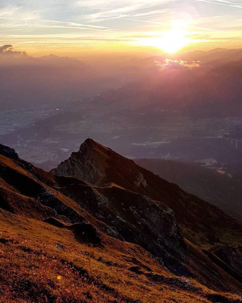 Zum Sonnenaufgang auf die Nockspitze. , © Anja Schauz