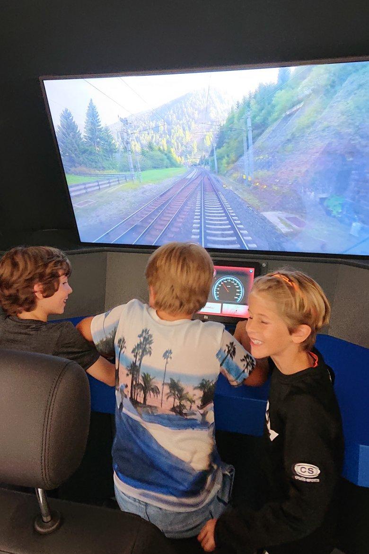 Die Neo-Lokführer haben sichtlich Spaß. , © Tirol Werbung, Julia König