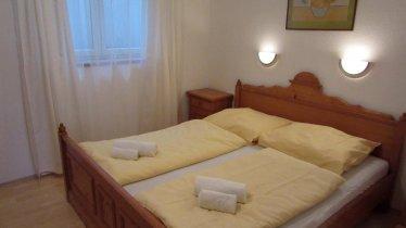 Haus-Carina-small-Schlafzimmer-Doppelbett