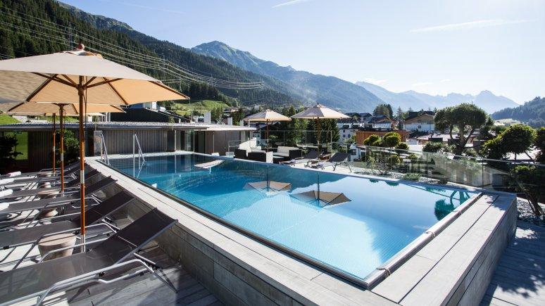 Hotel Arlmont Pool Sommer