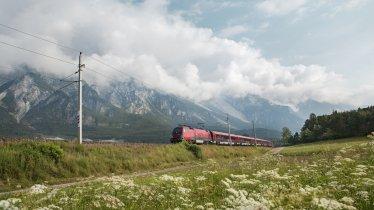 Viele Wanderungen  eignen sich ideal für eine Anreise mit Bahn und Bus. , © Tirol Werbung, Regina Recht