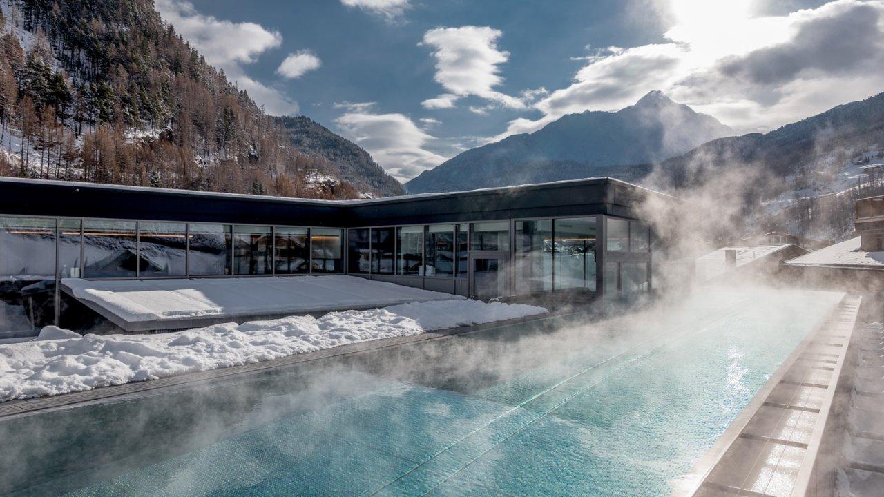 """Infinity-Außenpool am Dach des Hotels """"die berge"""" in Sölden, © die berge/Alexander Lohmann"""