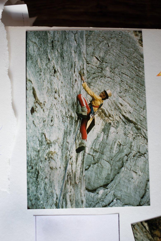 """Darshano L. Rieser in den 1980ern bei der Erstbegehung der Route """"Zylinderweg"""" (Originalfoto: Hartl Enthofer)."""