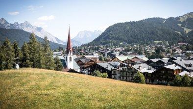 Blick auf das Dorfzentrum vom Pfarrhügel, © Olympiaregion Seefeld, Mathäus Gartner