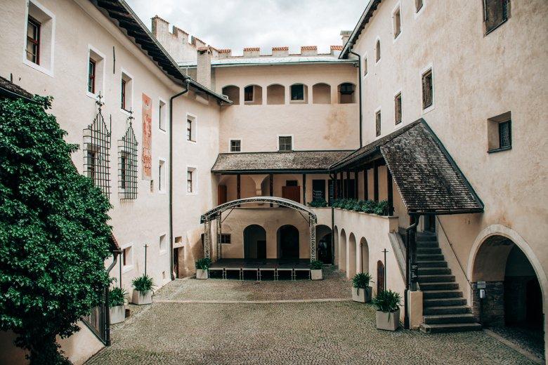 Der Innenhof von Schloss Bruck wird im Sommer für Konzerte genutzt.