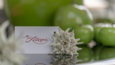 Wir freuen uns auf Sie! Ihre Fam. Schönegger, © Residenz Allegra Sölden