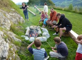Steinbrotbacken am Ferienhof Raich, © Urlaub am Bauernhof