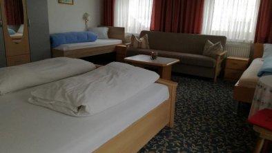 Mehrbettzimmer - 1 Doppelbett und 2 Einzelbetten