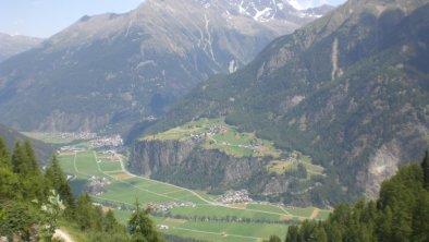Berbblick auf Burgstein, Runhof und Längenfeld