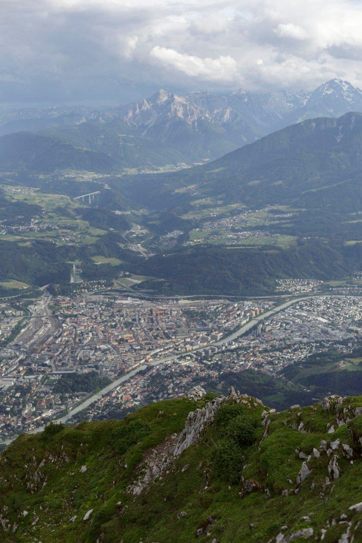 Einmaliger Blick von der Nordkette auf Innsbruck. , © Tirol Werbung, Sebastian Schels