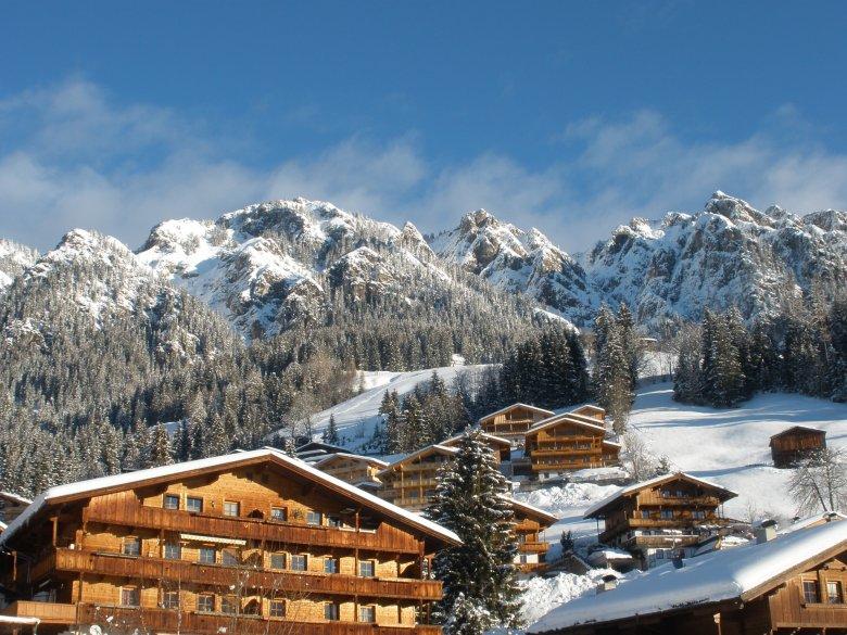 Die Holzhäuser von Alpbach scheinen alles Neuzeitliche überstanden zu haben – alles ist heil geblieben.