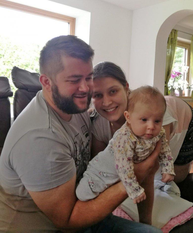 Baby Marta lebt mit Vroni im Tal, während Matteo die Saison auf der Hütte verbringt.Foto: privat