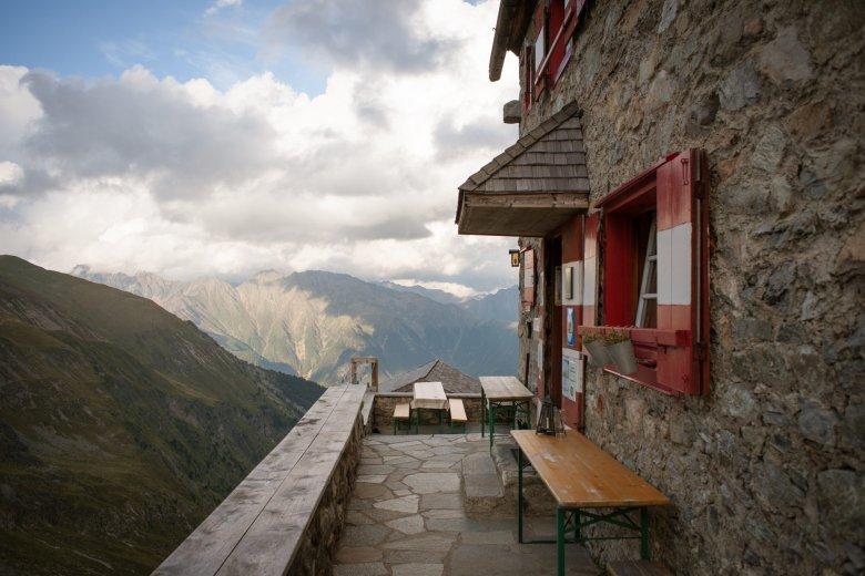 Oesterreich Austria, Tirol Tyrol, Pitztal / Oetztal, Erlanger Huette; Berghuette; alpine chalet cottage, mountain hut 08/2016