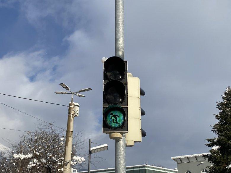 Bei entsprechender Schneelage wäre wohl so mancher lieber auf der Piste als an einer Fußgängerkreuzung in der Stadt. (Foto: Tirol Werbung/Christina Schwemberger)           , © Tirol Werbung/Christina Schwemberger