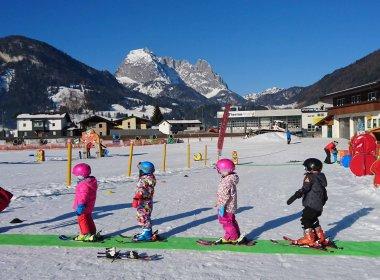 Spielplatz-Schnee-der-Skischule-Kirchdorf