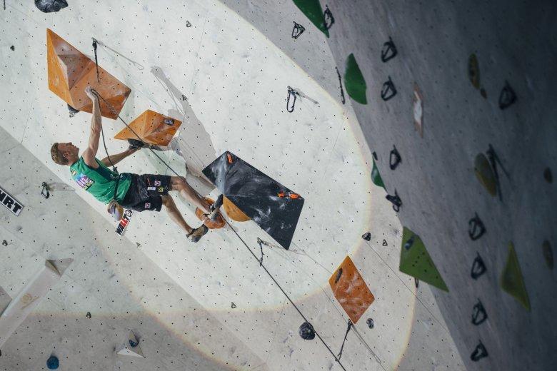 Weltmeister Jakob Schubert an der Kletterwand. Foto: Heiko Wilhelm