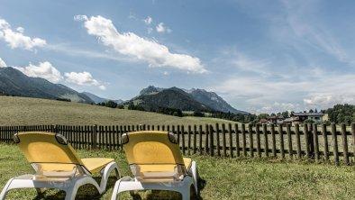 Auf unserer Liegewiese entspannen_Hotel Riedl, © (c) Florian Egger