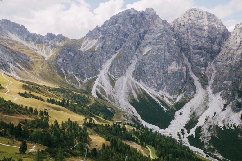 Demut vor dem Berg: Angesichts der schroffen Ostwände von Schlicker Seespitze und Riepenwand kann man sich schon mal klein fühlen.