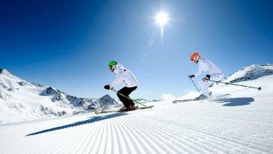 StubaiGlacier_AndreSchoenherr_Skiing_03