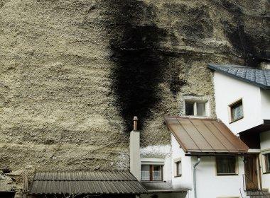 "Halbe Häuser im ""Imster Bergl"" (Foto: Tirol Werbung/Bernhard Aichner), © Tirol Werbung/Bernhard Aichner"