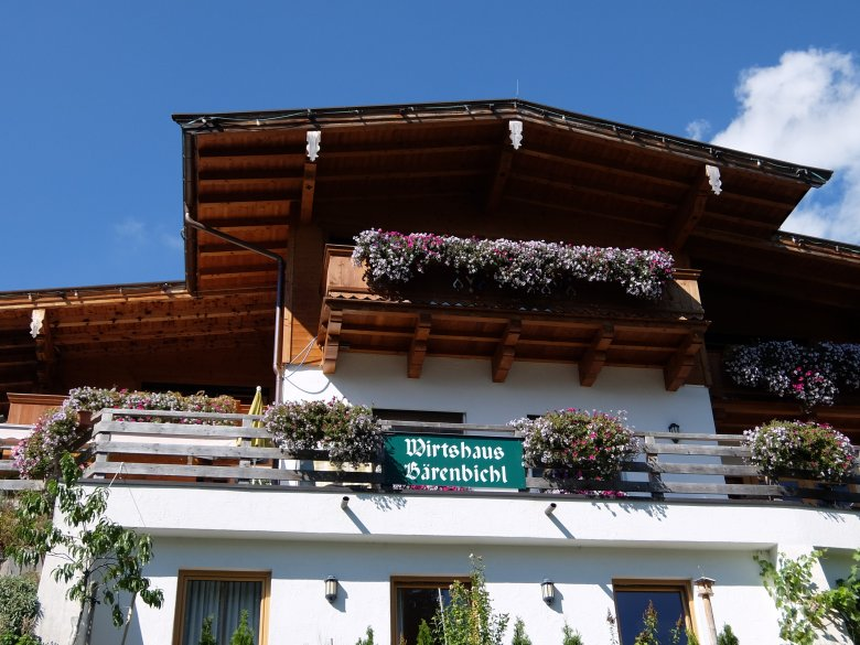 Zuerst geht es einmal bergauf zum Gasthof Bärenbichl (bei Jochberg).