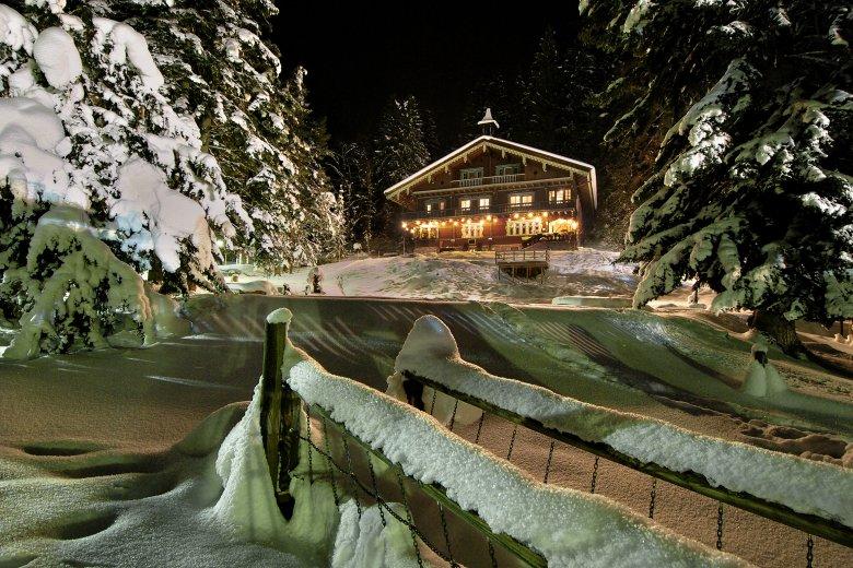 Weihnachtliche Idylle beim Museum im Arlberg-Kandahar-Haus in St. Anton am Arlberg. (Foto: Wolfgang Burger)