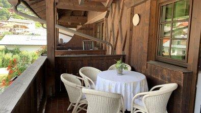 Balkon I Azalea, © Andrea Keri