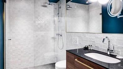 Stage 12 Badezimmer mit Dusche, © www.guentheregger.at