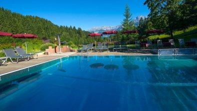 Schwimmbad aussen mit Blick zum Wilden Kaiser